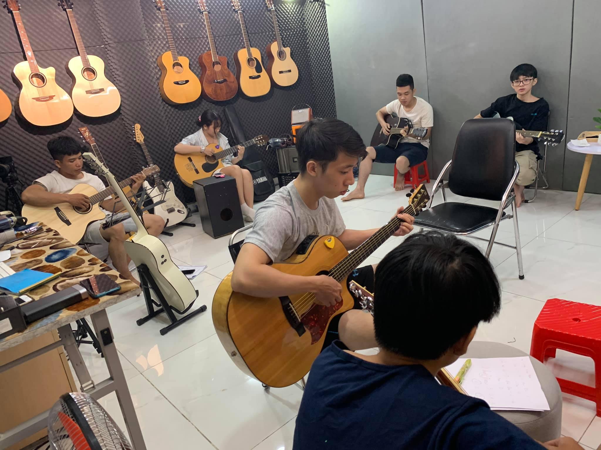 Học guitar ở Gò Vấp